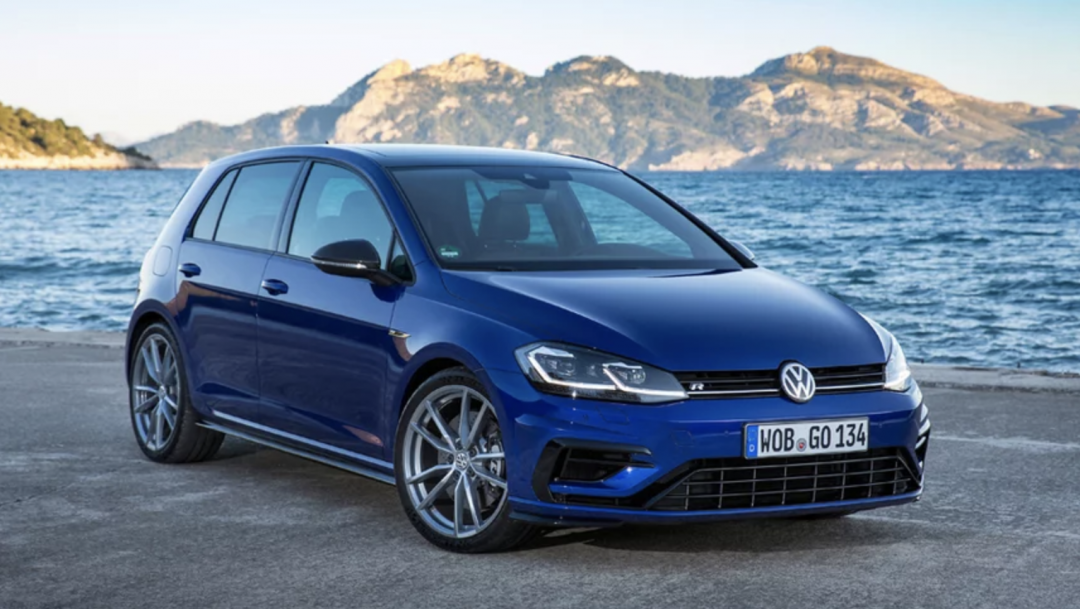 Volkswagen Golf R Special Edition Blue front end
