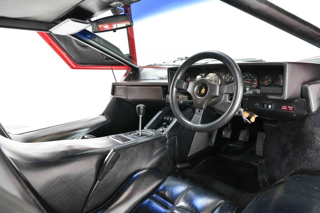 Lamborghini Countach LP5000 QV Interior